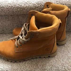 Women's fall Timberland boots LIKE NEW